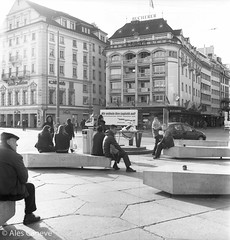 Streetphotography Lucerne (Pics by Ales Caneve) Tags: white man black film analog asian schweiz switzerland sitting suiza seagull chinese streetphotography luzern delta tourist professional 400 buy analogue pixels lucerne ilford lucerna rollfilm streetphotographer bucherer ilforddelta analogcamera seagull4a schwanenplatz buyfilmnotmegapixels