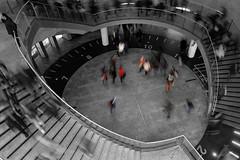 O coeur de la photo... (Captures-Photographics) Tags: paris heart gare coeur mouvement voyageurs stlazare