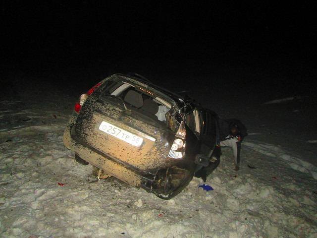 Около Сызрани Приора врезалась вфуру из-за колеса надороге