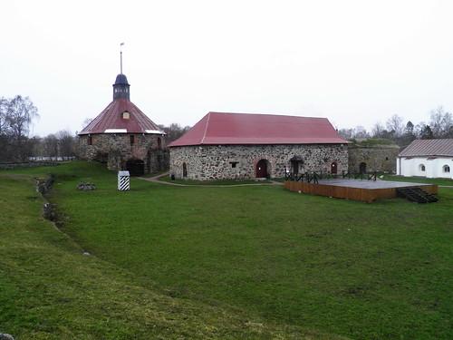 Двор крепости
