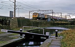 Wirral Withershins, Wolverhampton, January 1986 (David Rostance) Tags: 33051 33062 brcw class33 wolverhampton wirralwithershins hertfordshirerailtours bcn canal stourvalley