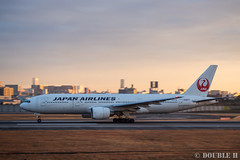 Itami Sky Park 2017.1.1 (16) JA8977 / JAL's B777-200 (double-h) Tags: omdem10markii mzuikodigitaled1442mmf3556ez rjoo itm osakaairport itamiairport 大阪空港 伊丹空港 airplane 飛行機 伊丹スカイパーク itamiskypark ja8977 jal 日本航空 b777 b777200