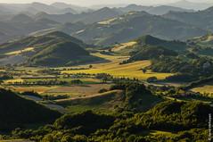 Italy - Frontone (Henk Verheyen) Tags: italië landschap marche it landscape italy sunset zonsondergang golden hour frontone