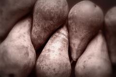Während des Aperitifs (SpitMcGee) Tags: birnen pears nachtisch dessert derafrikanischefreund johannesgelich spitmcgee explore 49