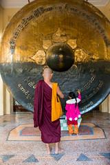 Gong (davidthegray) Tags: monk buddhist people children girl myanmar mahamyatmunipagoda mandalay temple pagoda birmania burma mahamuni paya stupa zedi မန္တလေး မဟာမုနိဘုရားကြီး mandalayregion myanmarburma mm