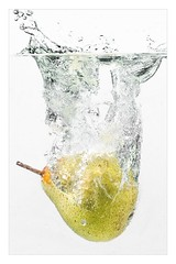 JY1A4021 (kurttreumann) Tags: fruits früchte hi sync birne pears flash strobe speedlites splash wasser spritzer hisync