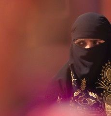 Woman in golden embroidery inside Jama Masjid Mosque in New Delhi (Marco A Rodriguez) Tags: woman india gold veil embroidery muslim mosque niqab