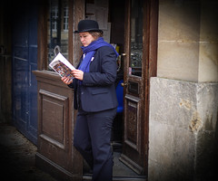 Seen at Christ Church, Oxford 4 (judy dean) Tags: scarf oxford bowlerhat guardian christchurchcollege 2015 judydean sonya6000
