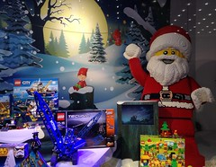 Lego-Mania (micky the pixel) Tags: xmas germany weihnachten toy deutschland lego weihnachtsmarkt schaufenster weihnachtsmann santaclaus shopwindow wei spielzeug saarland saarbrücken christkindlmarkt