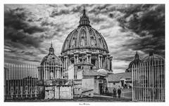 San Pietro (Photo Holica) Tags: 7m2 bw black rom sanpietro vaticano white za zeiss alpha architecture backlight sony variotessartfe41635