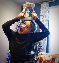 Awfully Happy (donna_0622) Tags: happy christmas gift book kids nikon d750