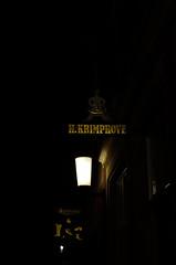 Ladenlokalschilder in Münster (dcs 0104) Tags: münster westfalen nordrheinwestfalen deutschland westdeutschland nikon d5100 50mm 50 nikkor 18 g prinzipalmarkt fürstenberg fürstenberghaus nacht snachts nachts nuit night darkness dunkelheit donker lwl landschaftsverband museum schattenriss markt domplatz centrum stadtmitte zentrum 35mm 35 dx