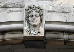 DSC04655 (marinetteromico) Tags: statue buste pierre porche lochfoyle derry femme cheveux irlandedunord