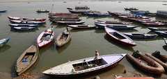 Boats (Alex L'aventurier,) Tags: varanasi inde india gange ganga bateaux boats river rivière fleuve people personne life vie quotidien