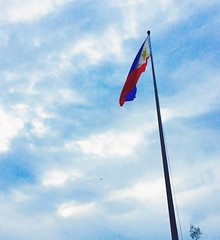 The one with the flag (The Fringe tales) Tags: sky clouds southeastasia country philippines filipino patriot patriotism pinoy philippineflag pinas skyshot watawat proudtobepinoy
