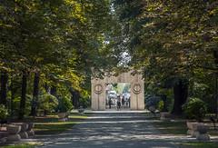 Constantin Brâncuși, Gate of the Kiss, Târgu Jiu (newmansm) Tags: park sculpture gate kiss constantine romania jiu brancusi constantin targu târgu brâncuși