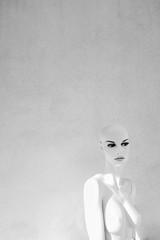 Mannequin (CoolMcFlash) Tags: naked mannequin bw blackandwhite blackwhite wall face female puppet bald highkey canon eos 60d munich münchen nackt puppe schaufensterpuppe sw schwarzweis wand gesicht head kopf weiblich glatze fotografie photography sigma 1020mm 35 portrait negativespace eyes augen lippen lips bnw