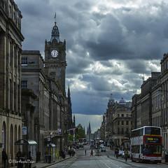 Edinburgh (Pilar Azaa Taln ) Tags: city uk sky clouds arquitectura edificios edinburgh princesstreet ciudad escocia cielo nubes newtown edimburgo select reinounido ciudadnueva greenside scotlanda pilarazaataln copyrightpilarazaataln