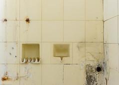 20140420-FD-flickr-0076.jpg (esbol) Tags: bad badewanne sink waschbecken bathtub dusche shower toilette toilet bathroom kloset keramik ceramics pissoir kloschüssel urinals