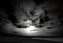 earth, sea, sun and Clouds (Jocarlo) Tags: light sunset sky blackandwhite bw sun art luz sol clouds ngc amanecer nubes playas melilla nationalgeographic iluminacin photograpfy afotando flickraward sharingart arttate magicalskies crazygenius blinkagain jocarlo flickrstruereflection1 magicalskiesmick clickofart soulocreativity1 flickrclickx adilmehmood creativeartphotografy