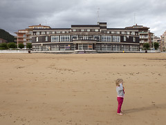 Hotel Miramar. Castro Urdiales. Cantabrie, Espagne. (Clement Guillaume) Tags: espaa mer beach arquitetura architecture hotel spain arquitectura playa espana castro urbanism espagne plage miramar ville cantabria architectuur urbanscapes castrourdiales ocan urbanisation urdiales hotelmiramar cantabrie archiref