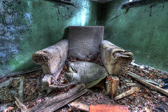Throne of decay (urban requiem) Tags: fauteuil armchair urbex urban exploration urbanexploration urbanrequiem abandonné abandoned verlaten verlassen lost old decay derelict hdr 600d 816 sigma deutschland germany allemagne beelitz sana sanatorium heilstätten