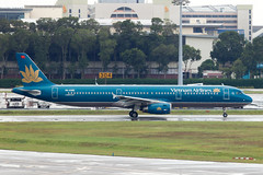 Vietnam Airlines A321 (Martyn Cartledge / www.aspphotography.net) Tags: 321 a321 aero aeroplane air airbus aircraft airfield airline airliner airplane airport aspphotography aviation cartledge changi civil flight fly flying jet martyn plane singapore transport vietnamairlines wings wwwaspphotographynet asp photography flywinglets