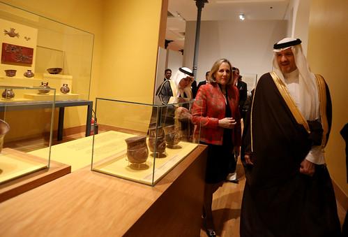 Presidente del Consejo de Ministros, Pedro Cateriano Bellido, y la Ministra de Cultura, Diana Álvarez Calderón, acompañados de Su Alteza Real Príncipe, Sultan Bin Salman Bin Abdulaziz, Presidente de la Comisión Saudí para el Turismo y Legado Nacional,visi