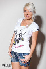 SylvieS-03 (Feicht Photography) Tags: fashion model blond femalemodel shorts studioportrait wiesn hirsch zopf tracht studioshooting studioaufnahme jeansshorts onelightsetup wiesnoutfit trachtenoutfit feichtphotography hirschprint