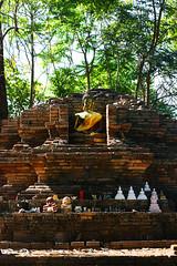 IMG_7045Ax (kanizfotolio) Tags: light shadow brick statue canon lens thailand eos north kits dslr northern chaingmai beheaded buddhaimage 400d
