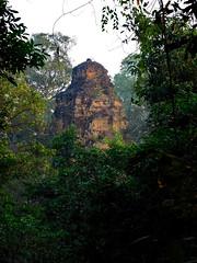 Baksei Chamkrong (Lalallallala) Tags: southeastasia cambodia temple ruin phnombakheng bakseichamkrong