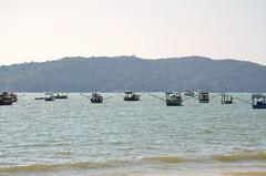 Porto Belo - SC (Fistarol) Tags: ocean sky sun sol praia nature brasil boats mar natureza dia portobelo santacatarina tempo limpo
