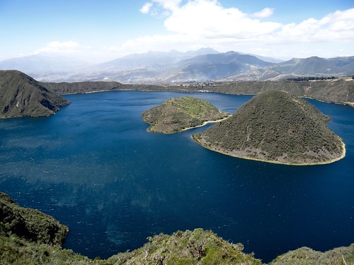 Lac du cratère Cuicocha (3 246 m) - Volcan/Caldeira d'Équateur