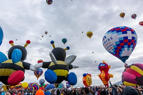 newmexico balloons us unitedstates aviation balloon albuquerque hotairballoon balloonfiesta hotairballoons albuquerqueballoonfiesta albuquerqueinternationalballoonfiesta beehotairballoon clockhotairballoon seahorsehotairballoon