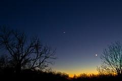 alignement Mars, Vénus et la Lune (Denis Vandewalle) Tags: planets planète moon lune nightsky crépuscule sky ciel denisvandewalle pentaxk5 astronomy astronomie astrophoto astro quercy lot skylight