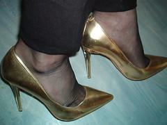 IM007442 (grandmacaon) Tags: escarpins hauttalon highheels pumps lowcutshoes toescleavage