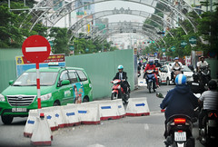Temporary way (Roving I) Tags: temporary traffic bypass arrows ironfences underpasses infrastructure taxis cabs motorcycles archways concretebarriers street danang vietnam
