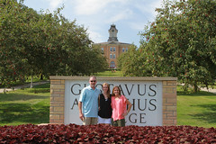IMG_0275.jpg (Gustavus Adolphus College) Tags: old family sign student day main move oldmain movein firstyear moveinday 201204 20150904