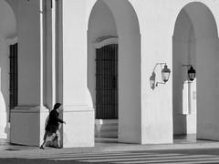 Hurry (Daniel Coitio) Tags: street mujer edificio prisa peaton apuro