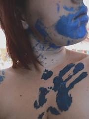 Perfectas imperfecciones. (NekisaWilliams) Tags: claro blue luz azul contraluz chica arte interior rosa modelo ojos espalda mano marca labios soledad silueta tatoo dolor pintura brazo cuerpo brillo desnudo oscuro ropainterior primerplano hombro peliroja estómago