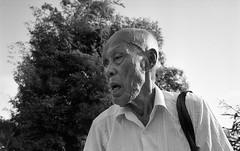 Singapore, 2015 (Mambo Ferido) Tags: leica blackandwhite film analog 35mm emotion kodak voigtlander trix streetphotography streetportrait ishootfilm 135 m4 shadesofblue bwstreet believeinfilm