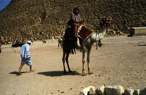 "Ägypten 1983 (31) Gizeh: Cheopspyramide • <a style=""font-size:0.8em;"" href=""http://www.flickr.com/photos/69570948@N04/22649781407/"" target=""_blank"">View on Flickr</a>"