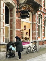 Jan de Groot Den Bosch (Thea Teijgeler) Tags: bosschebol jandegroot winkelgevel shopfront brabant denbosch iphone stationsweg 2017