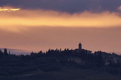 San Quirico d'Orcia at sunrise (hbothmann) Tags: orciatal valdorcia toskana tuscany toscana ヴァル・ドルチャ 奥尔恰谷 トスカーナ州 托斯卡纳大区