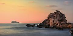 (012/17) La roca de Finestrat (Pablo Arias) Tags: pabloarias photoshop nxd cielo nubes españa amanecer roca mar agua mediterráneo largaexposición finestrat bendiorm alicante comunidadvalenciana