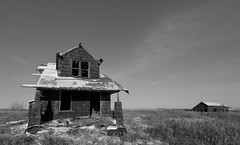Weathered (Len Langevin) Tags: abandoned old house home farm forgotten derelict rural decay alberta canada prairie nikon d300s tokina 1116 mono blackandwhite