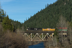 NS 7556 (Tom Trent) Tags: westfir ns norfolksouthern train rail freight intermodal bridge willametteriver lanecounty up uninopacific trees river es40dc ge diesel locomotive sd70m emd