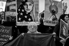 Women's March - Roma - 2017 (Enzo D.) Tags: biancoenero blackandwhite trump crowds italia italy march olympus pantheon protest protesters roma rome women womensmarch womensmarchrome wwwenzodemartinocom lazio it