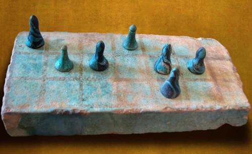 "Senet - Lujoso sistema de objetos lúdicos obsequio del dios Toht a la faraona Nefertari • <a style=""font-size:0.8em;"" href=""http://www.flickr.com/photos/30735181@N00/32399619111/"" target=""_blank"">View on Flickr</a>"