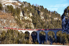 Landwasser viadukt. (Azariel01) Tags: 2017 suisse switzerland schweiz grison graubünden filisur alps alpes landwasserviadukt viadukt viaduc bridge pont train montagne mountain hiver winter rhb rhätischebahn